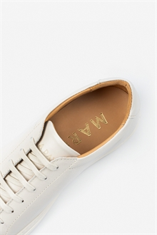 marching-sneaker-off-white-leather-packshot-5_1_1
