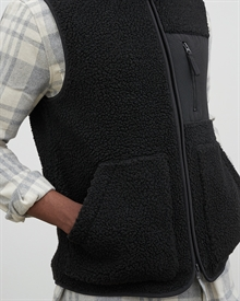 mateo-fleece-vest-black27034-5