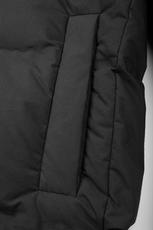 puffer-jacket-black-packshot-6