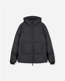 puffer-jacket-black-packshot