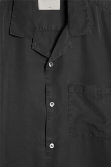 short-sleeve-camp-collar-tencel-shirt-off-black-packshot-2