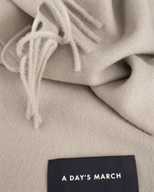wool-cashmere-scarf-camel-3