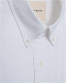1-adaysmarch-white-oxford-ss19-2
